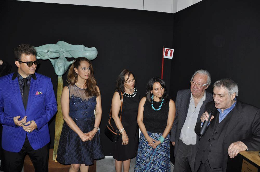 I Curatori e il Commissario con il Console Adelina Viteri, il Vice Ministro della Cultura Clariza Castellanos, il M°Ennio Calabria