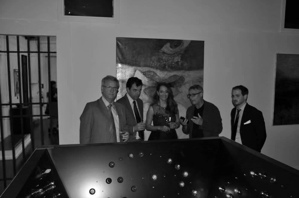 al centro a partire da sinistra il M°Maurizio Gabbana parla con la Curatrice M°Elsie Wunderlich