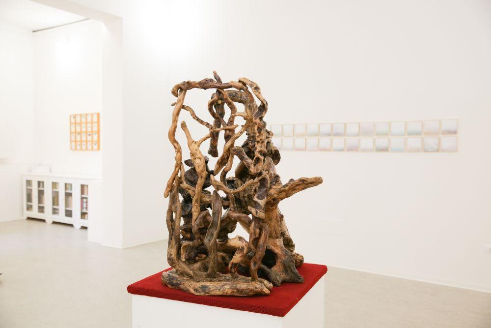Erminio Tansini, Forme sfuggenti, legno e pietra, quattro composizioni scultoree, 80x73 cm. 2016
