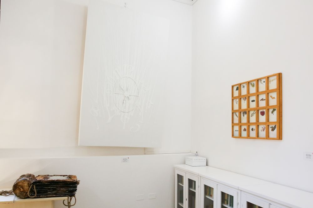 sulla destra El Circulo Magico (Mirella Barberio), Oltre il margine, tecnica mista, 69x86.5 cm. 2017
