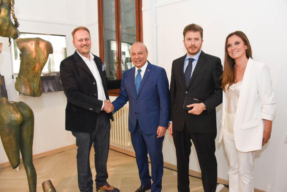 da sinistra l'artista designer Marco Manzo, il Ministro della Cultura José Luis Chea Urruela e i curatori Daniele Radini Tedeschi e Stefania Pieralice