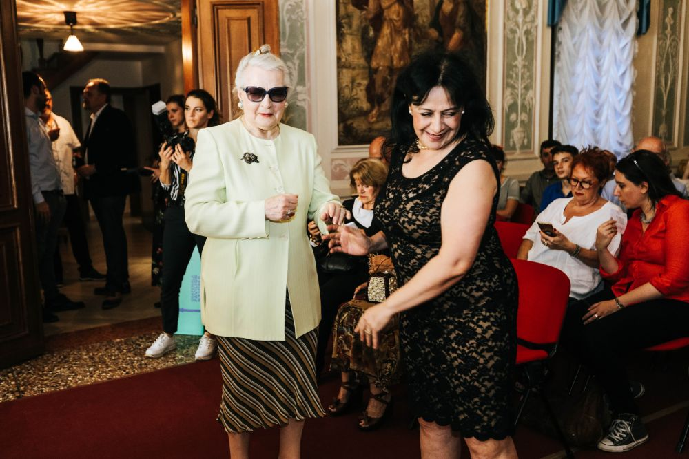 La contessa Nevia Capello, Presidente dell'Ass.ne Cult. Italo Tedesca e a destra Patricia Urruela