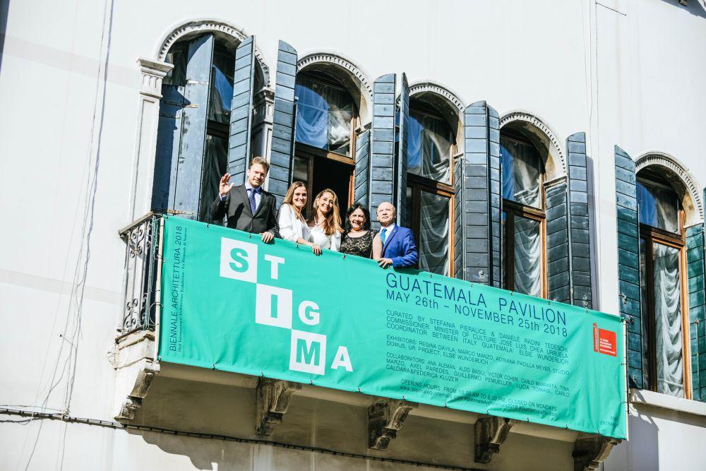 La facciata esterna del Palazzo; Daniele Radini Tedeschi, Stefania Pieralice, Elsie Wunderlich, Patricia Urruela, Josè Luis Chea Urruela