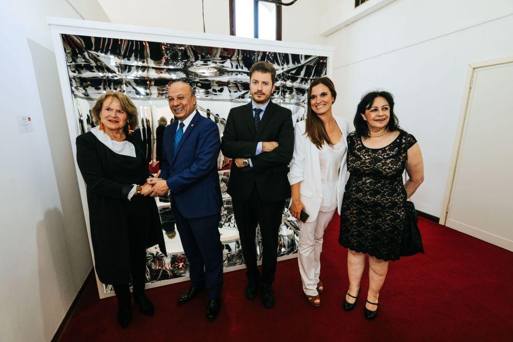 L'architetto Lucia Tomasi con le autorità e i curatori