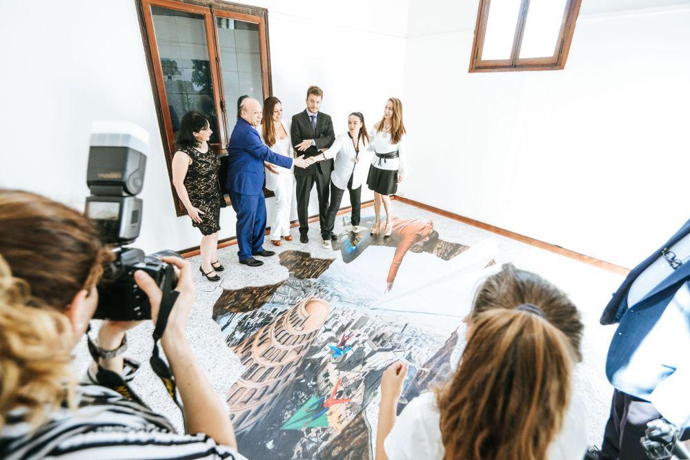 L'artista designer Tina Marzo con le autorità del Guatemala e i curatori