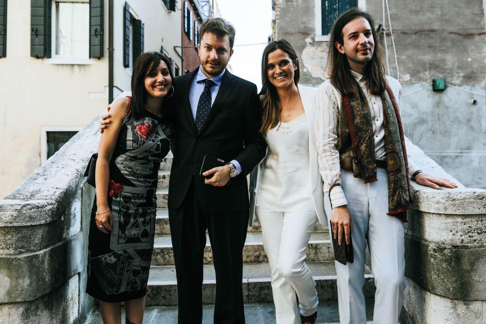 sulla sinistra Anthea Notarangelo, il curatore Daniele Radini Tedeschi, la curatrice Stefania Pieralice e Ivan Caccavale